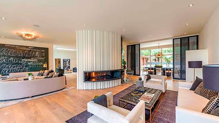 Интерьер гостиной в стиле модерн в доме Синди Кроуфорд