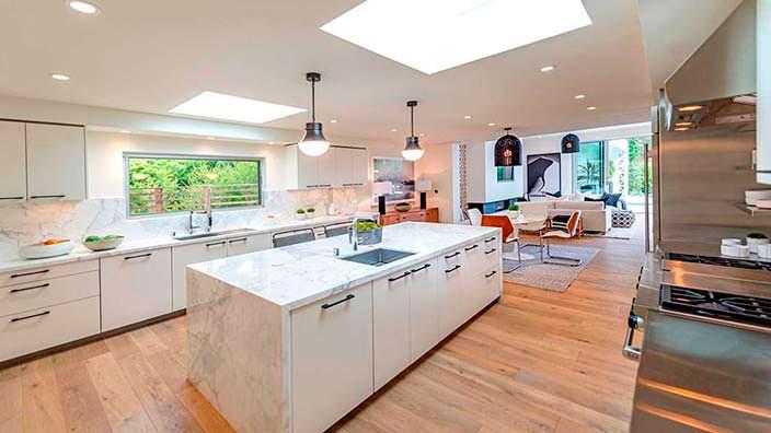Мраморная кухня в доме Синди Кроуфорд