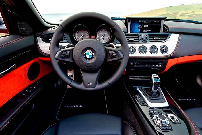 Салон BMW Z4 второго поколения