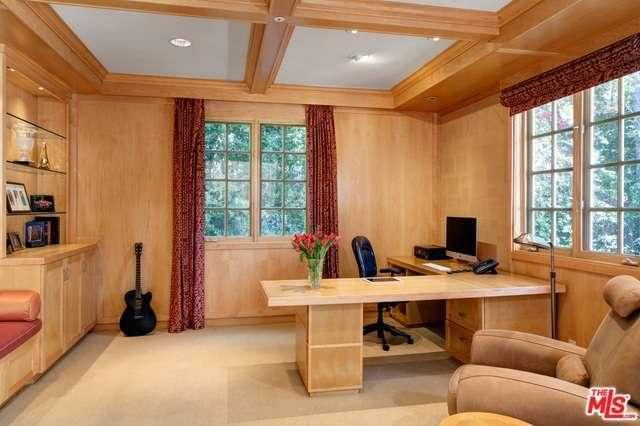 Дизайн кабинета с деревянными панелями