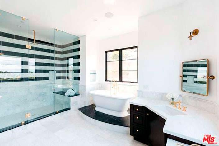 Элитная ванная комната с мрамором