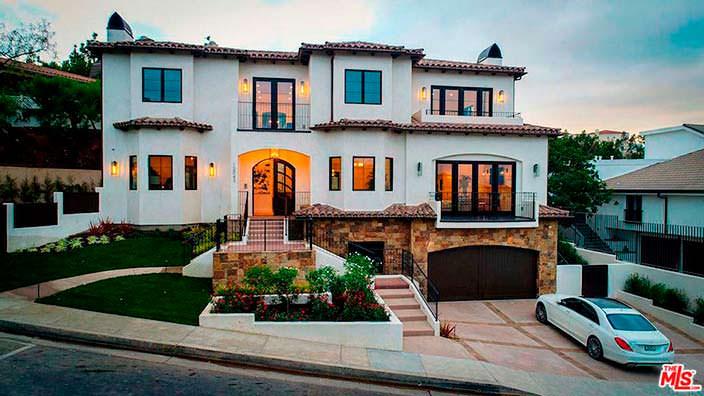 Трехэтажный дом в испанском стиле в Беверли-Хиллз 90210