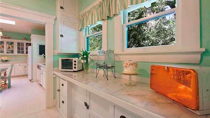 Кухня в доме писателя Джонстона Маккалли