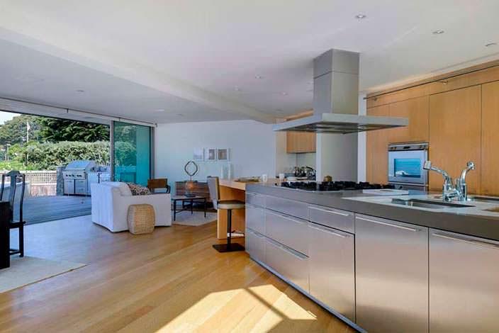 Кухня, столовая и гостиная открытой планировки