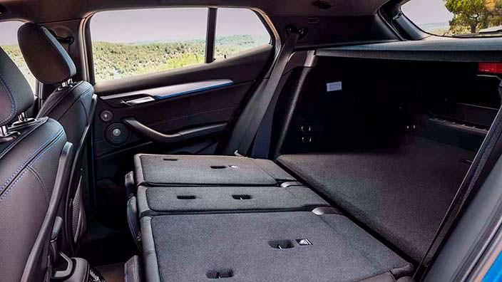 Сложенный задний диван BMW X2