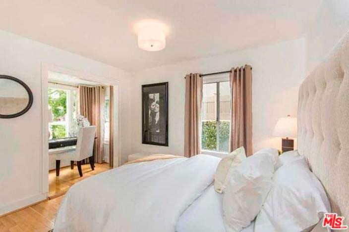 Спальня с кабинетом в доме Роберта Дюваля