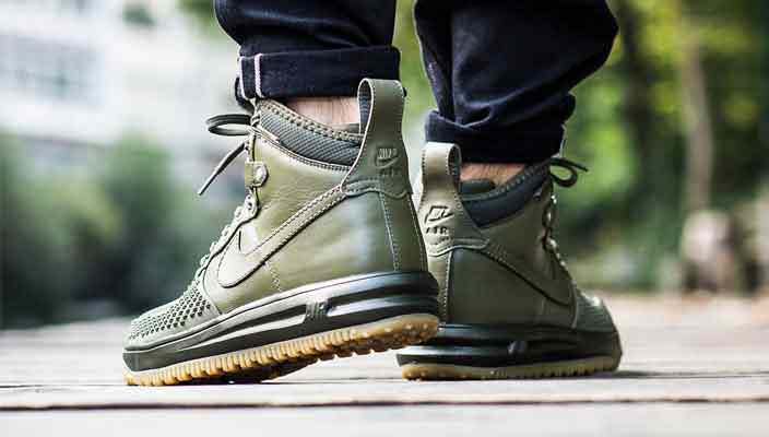 Что лучше на зиму: кроссовки или ботинки