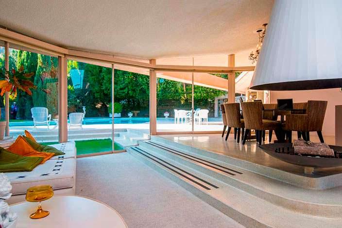 Дом в стиле модерн в Палм-Спрингс, где жил Элвис Пресли