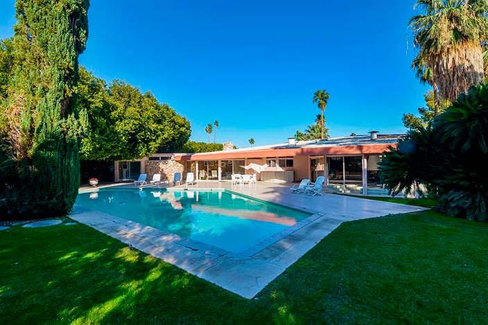 Дом с бассейном, который арендовали Элвис и Присцилла Пресли