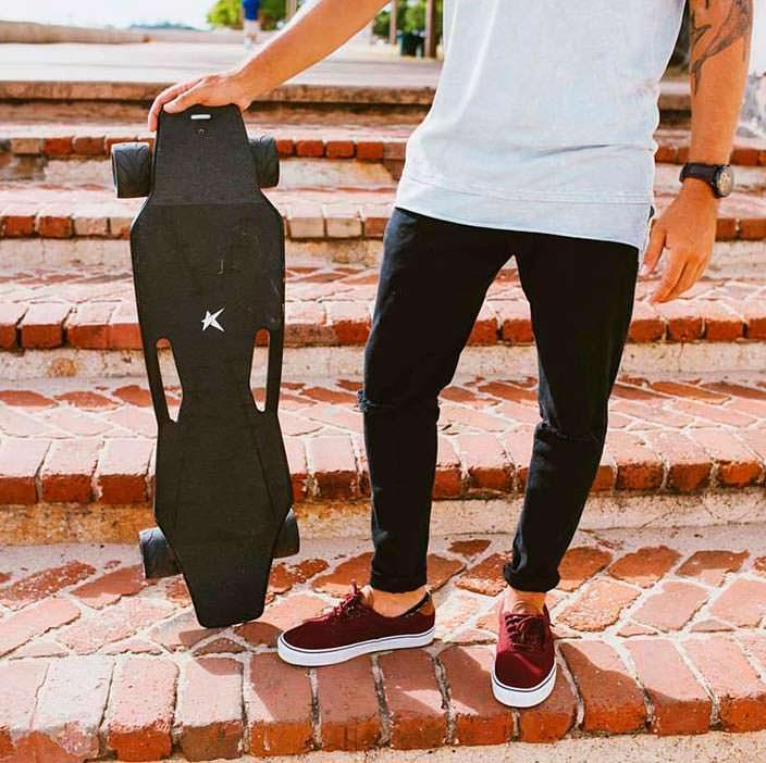 Электрический скейтборд с ИИ eBoard от Stark Mobility