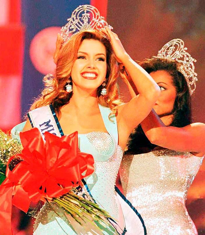 Мисс Вселенная 1996 Алисия Мачадо и Мисс Вселенная 1995 Челси Смит