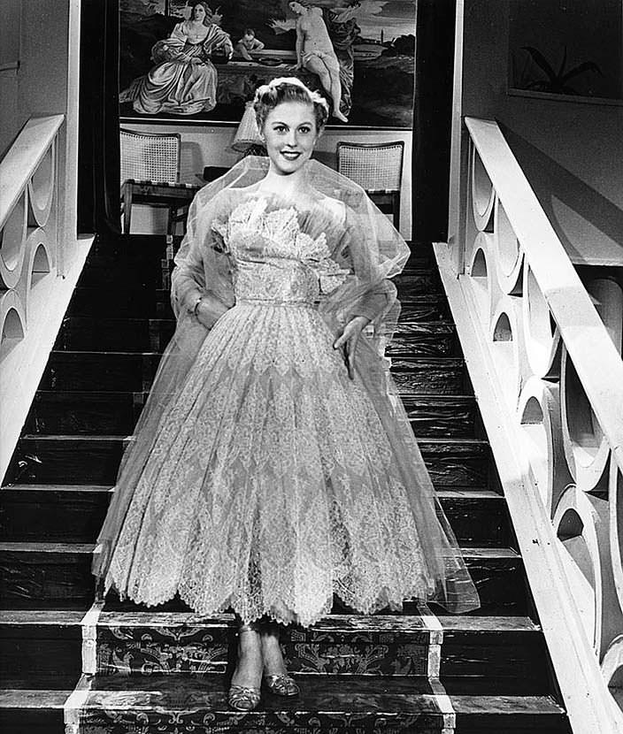 Молодая Арми Куусела в пышном платье