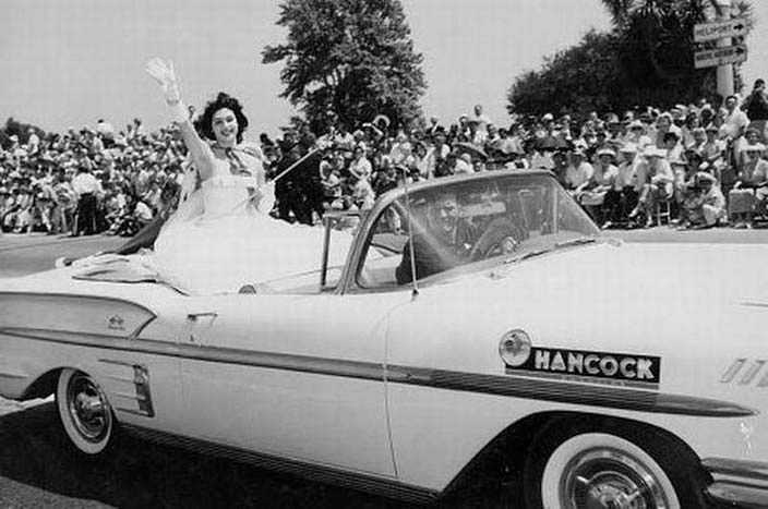 Гладис Сендер на параде «Мисс Вселенная 1957»