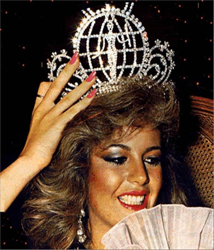 Королева красоты Ирене Саэс с короной