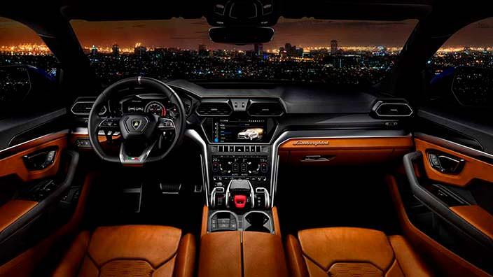 Фото салона Lamborghini Urus 2018