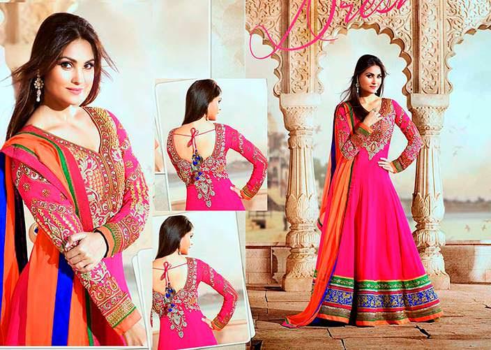 Фото | Лара Датта в индийском национальном платье