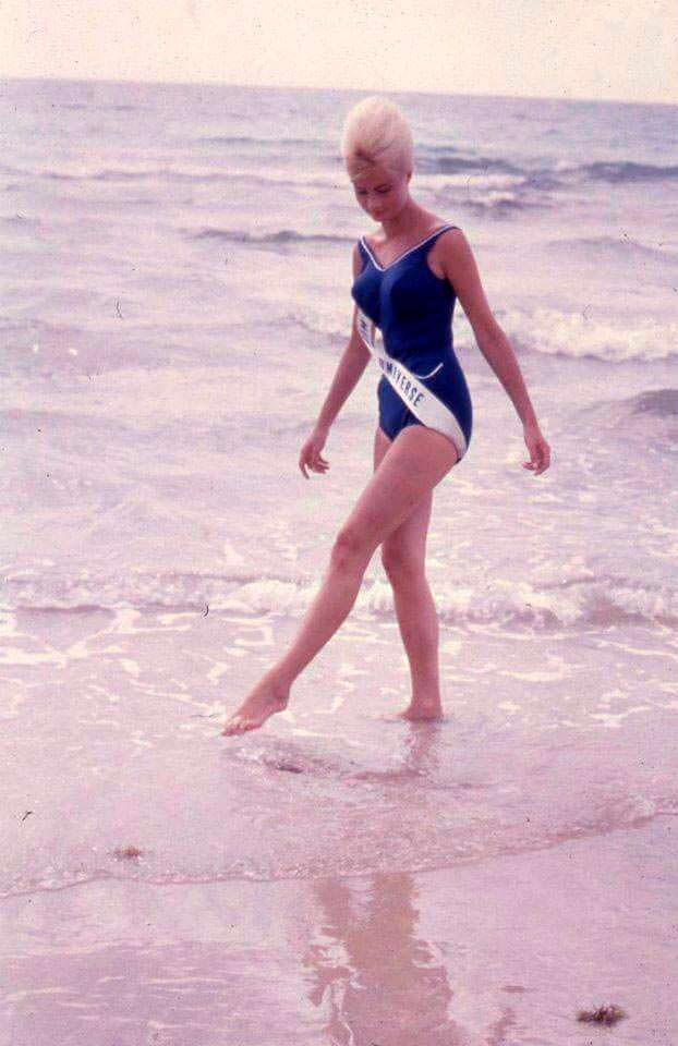 Фото | Молодая Марлен Шмидт на пляже