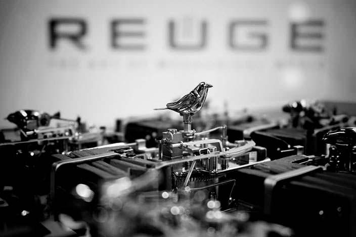 Механизм певчей птицы от Reuge