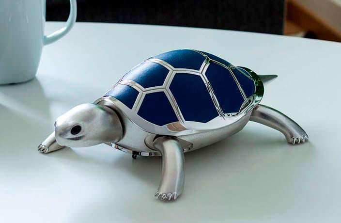 Механическая черепаха с кожаными чешуйками панциря
