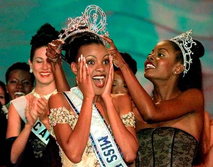 Мпуле Квелагобе Мисс Вселенная 1999 и Венди Фитцвилльям