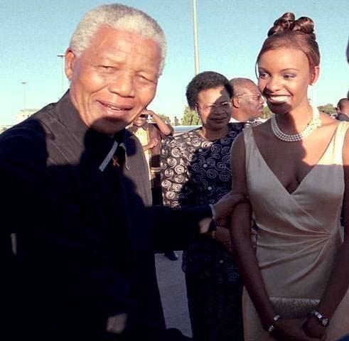 Фото | Нельсон Мандела и Мисс Вселенная 1999 Мпуле Квелагобе