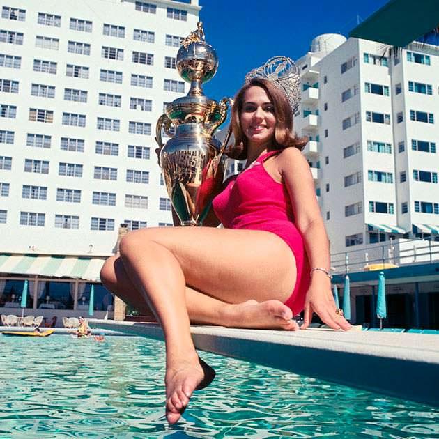 Фото | Сильвия Хичкок в купальнике