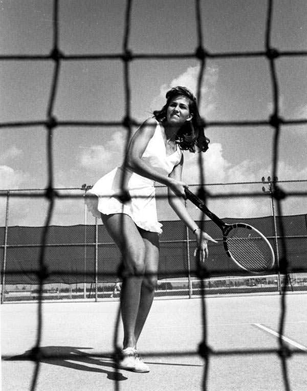 Фото | Сильвия Хичкок играет в теннис