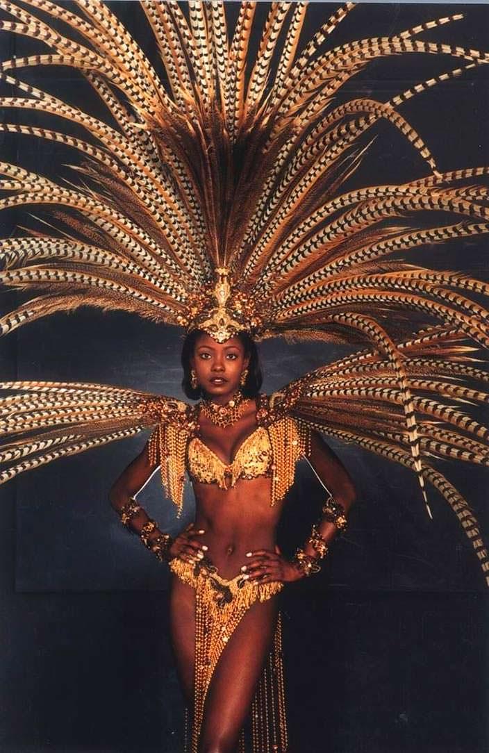 Фото | Венди Фитцвилльям в национальном костюме Тринидад и Тобаго