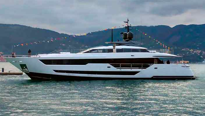 Ferretti Group доставила первую яхту Custom Line 120 | фото