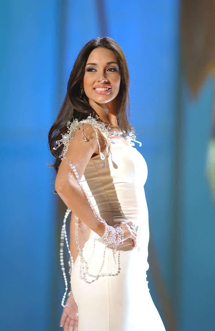 Амелия Вега - королева красоты из Доминиканской Республики