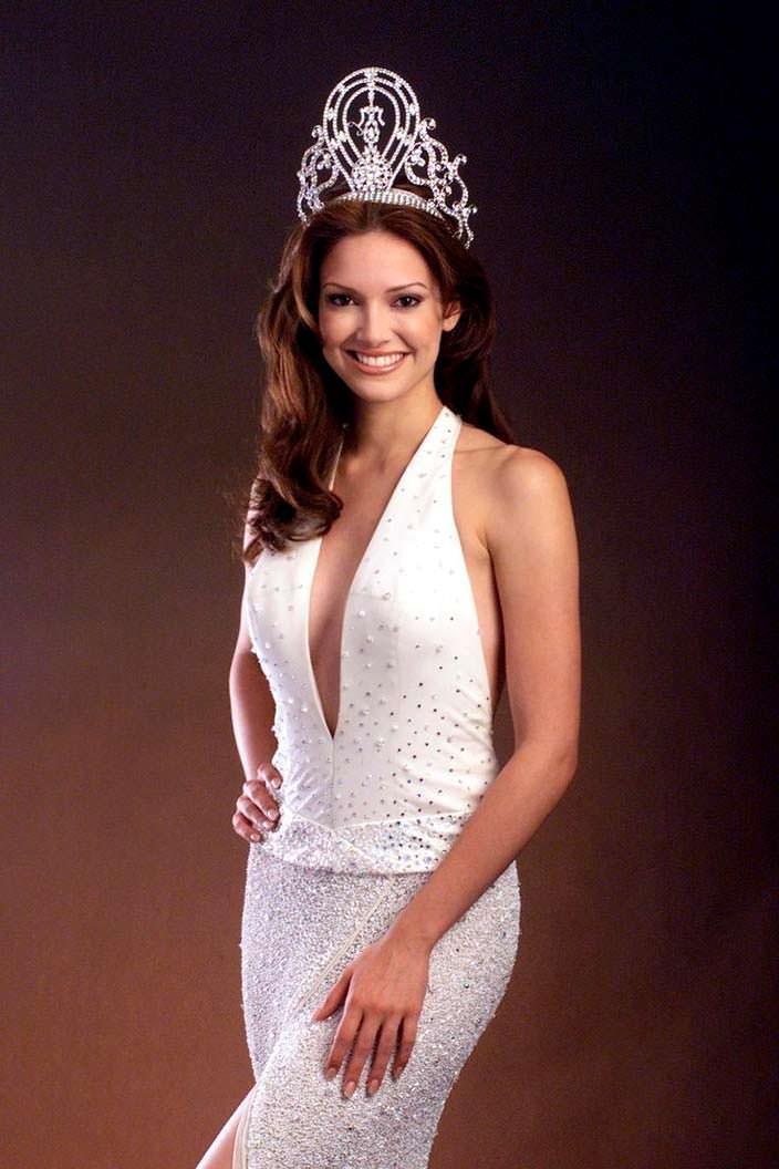 Дениз Киньонес - Мисс Ларес 2001