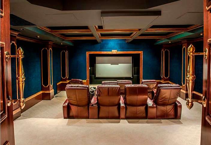 Домашний кинотеатр в особняке рэпера 50 Cent