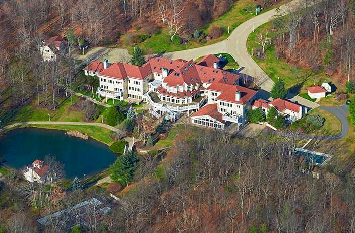 Дом с 19 спальнями у озера рэпера 50 Cent