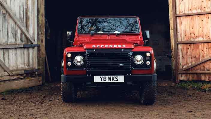 Старый Land Rover Defender посвятили 70-летию компании   фото