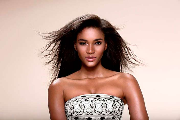 Лейла Лопес - чёрнокожая Мисс Вселенная 2011