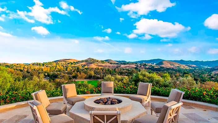 Дом с панорамным видом на горы Калифорнии