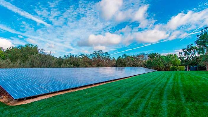 Ферма из солнечных панелей для питания мега-дома