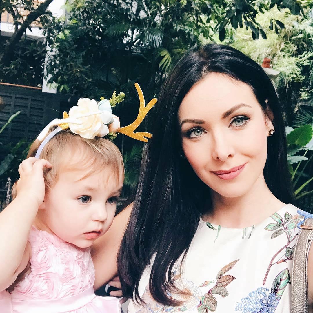Фото | Наталья Глебова с ребенком. Мисс Вселенная 2005