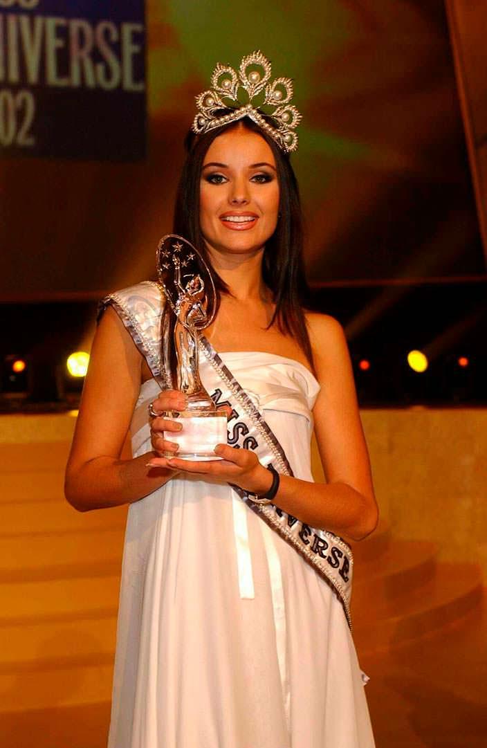 Оксана Фёдорова - победительница «Мисс Вселенная 2002»