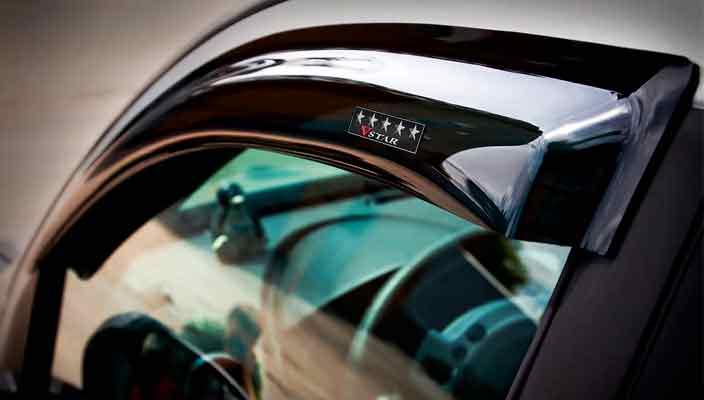 Стоит ли оснащать автомобиль дефлекторами окон?