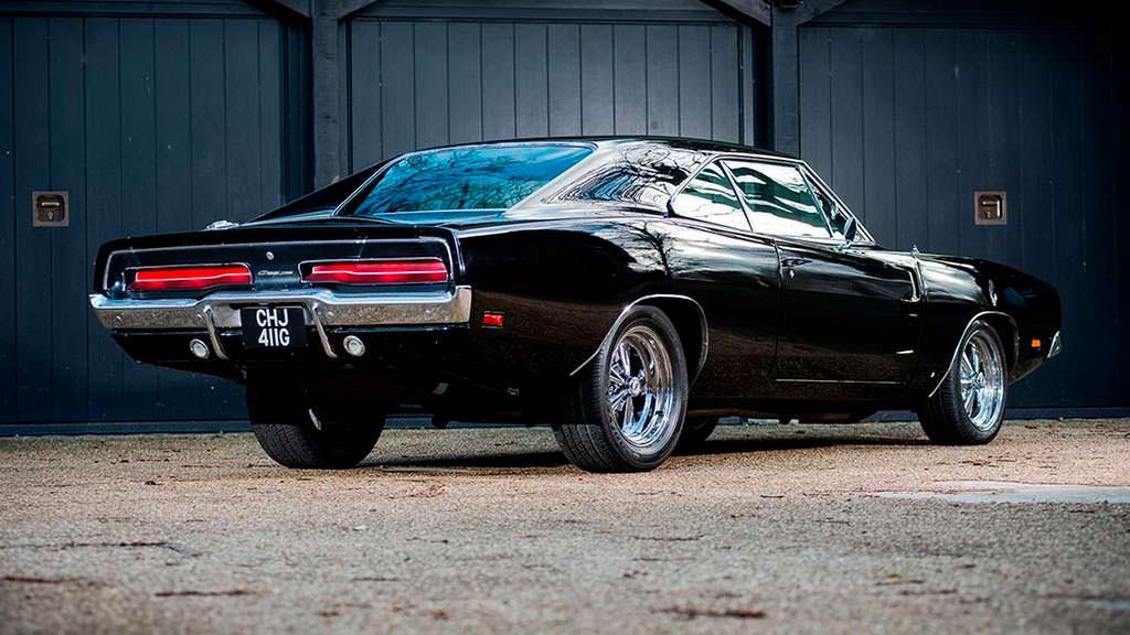 Чёрный Dodge Charger Bullitt 1969 года выпуска