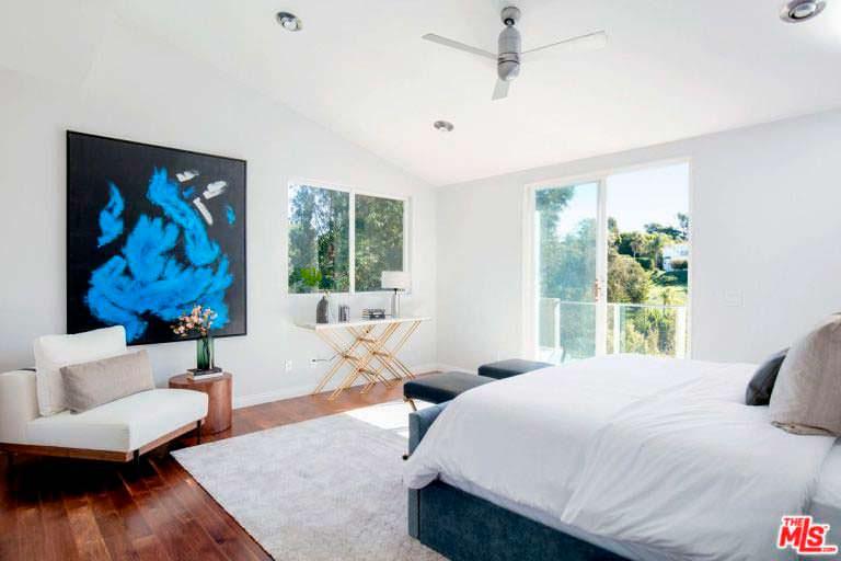 Светлый дизайн спальни в доме Билли Боба Торнтона