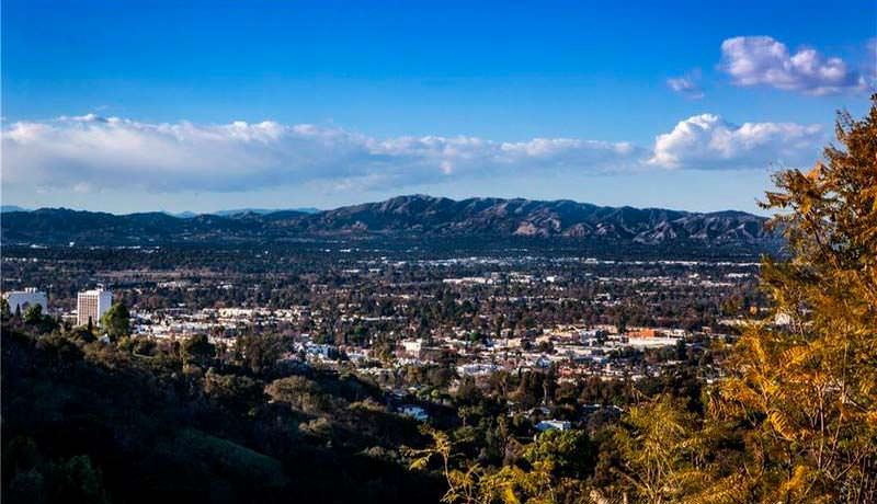 Вид на Лос-Анджелес с территории дома Чарли Шина в Шерман-Окс