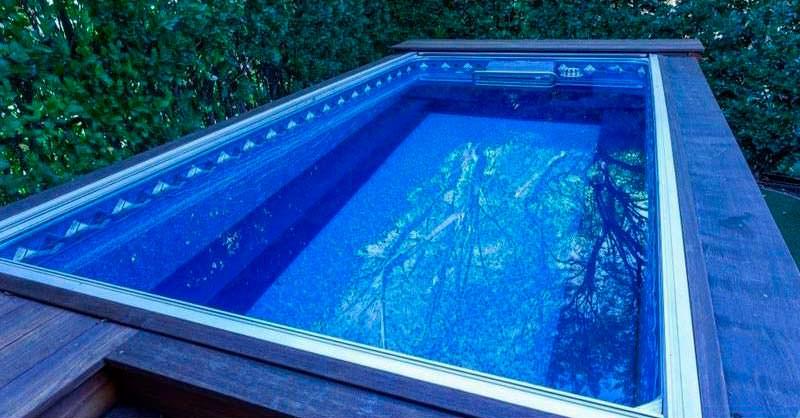 Один из двух бассейнов на территории дома Чарли Шина