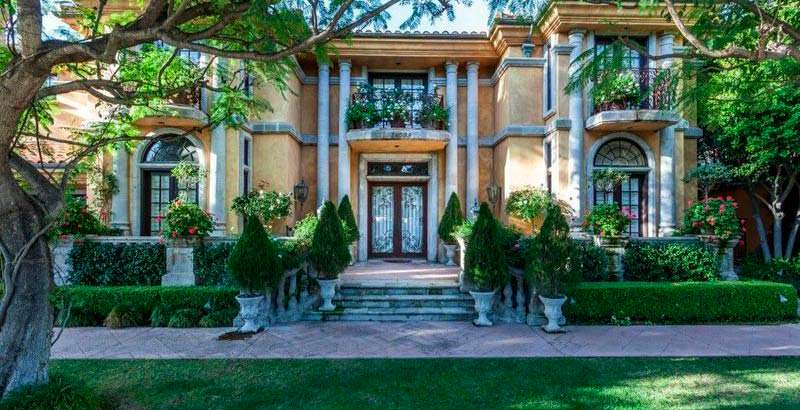 Дом в средиземноморском стиле в Шерман-Окс, Лос-Анджелес