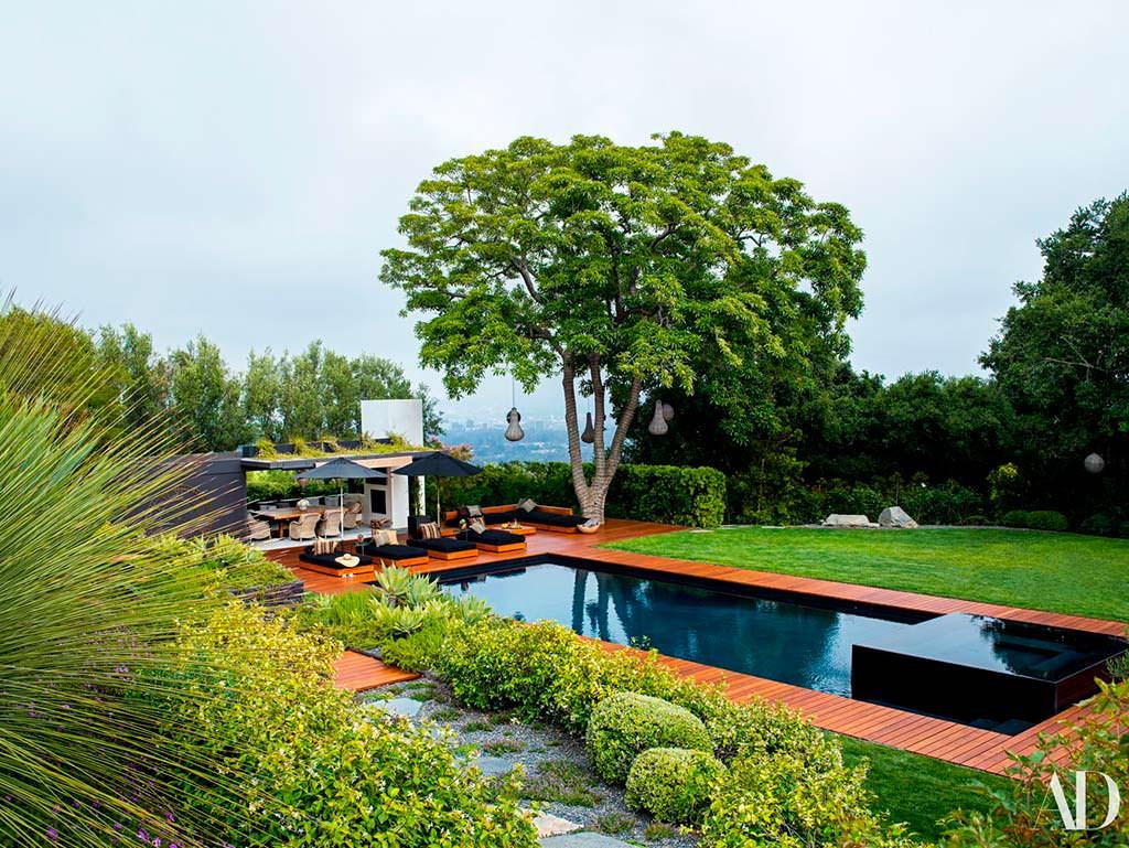 Панорамный бассейн у дома в Бель-Эйр