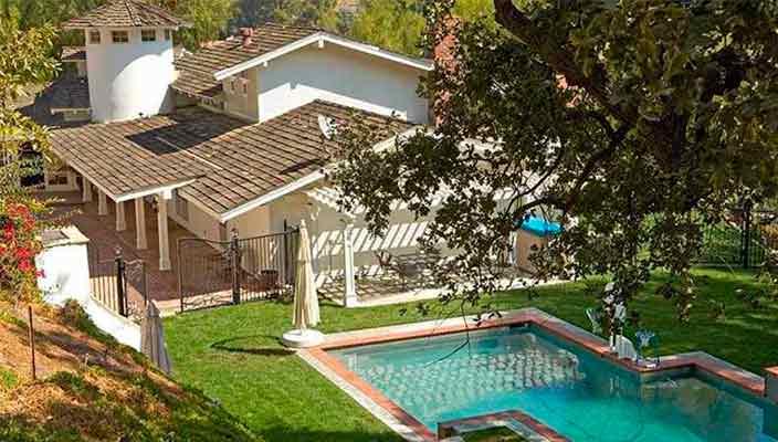 Майли Сайрус продала имение в Калифорнии | цена и фото