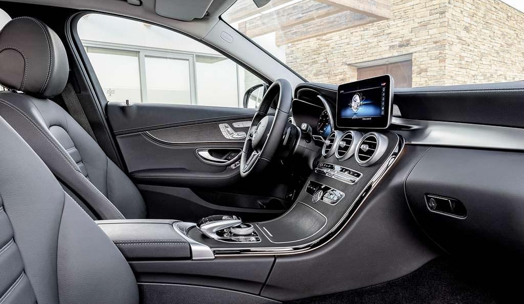 Фото внутри Mercedes-Benz C-Class 2019 года