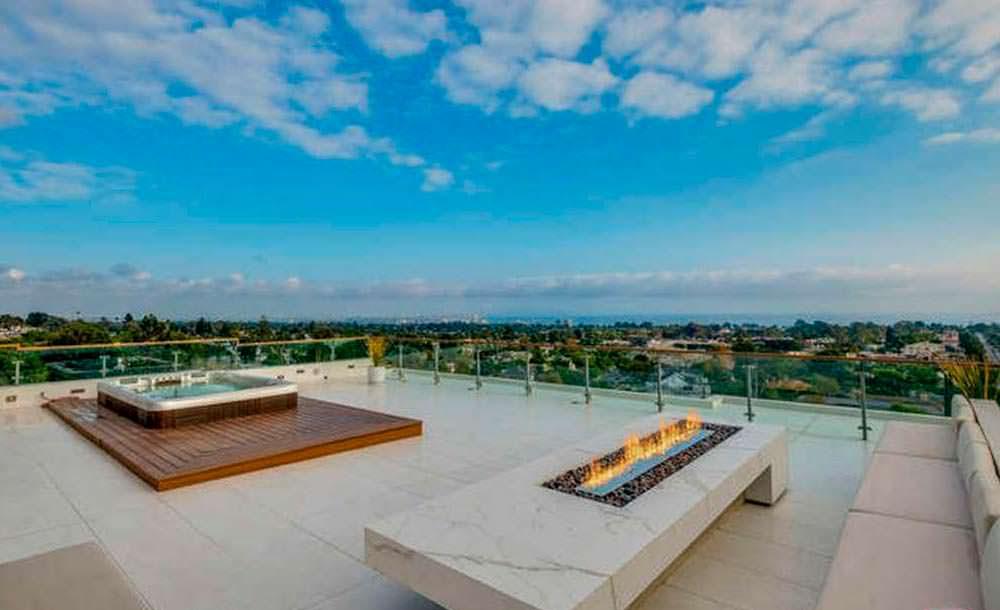 Джакузи на террасе с видом на Тихий океан