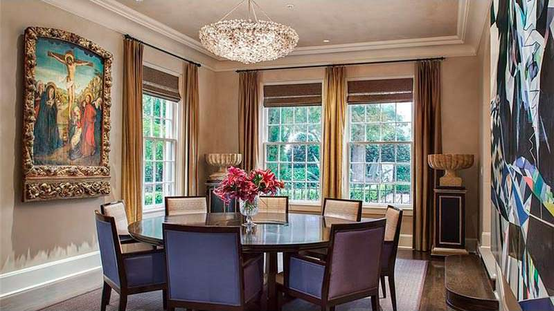 Дизайн гостиной с круглым столом